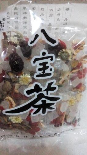 【品名】八宝茶 【配料】冰糖,陈皮,甘草,红枣, 枸杞,莲心,金银花,贡菊 【产地】浙江省杭州市 コンビニで気になって買った。 小さい袋に8種類入ってる。