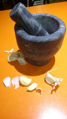【大蒜dàsuàn】ニンニク。 ニンニク潰して食べた。 朝ごはん、白菜の水餃子だった。