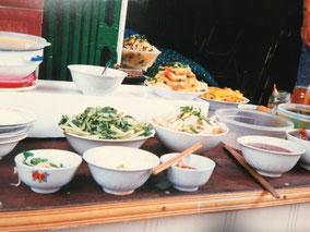 【ハノイ】朝飯。もやし、ご飯、肉。合計4,000ドン(30円)
