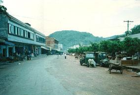 【雲南】磨憨(モーハン)。ラオスとの国境の町。町全体の写真。