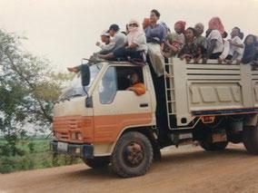 満員のバス  移動中に何回もすれ違った