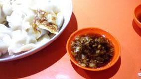 【白菜肉馅】16元/25只(大份) ニンニク潰して一緒に食べた。 くせになる。