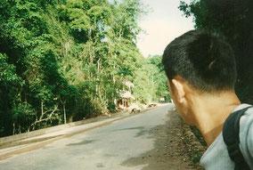 ラオスの国境へ歩いてる途中