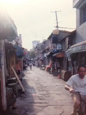 宿の前の道 上海