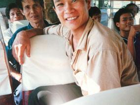【ハノイからバスで南へ】ハーフ―ブラザーズとその父。