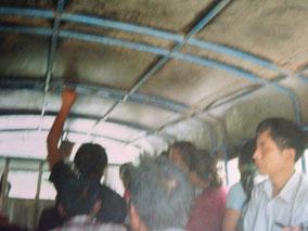 【ラオス】ルアンパバーンへ移動中。ぎゅーぎゅー詰めで写真撮れない