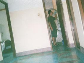 宿で歯磨き 左が部屋