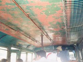 バスで移動 アムリトサルから国境近くの町へ1時間