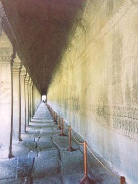 アンコールワット  壁に物語が彫ってある