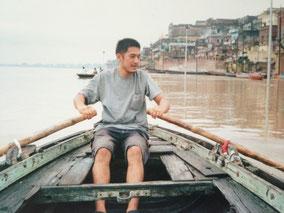 ボートを漕ぐ ガンガー