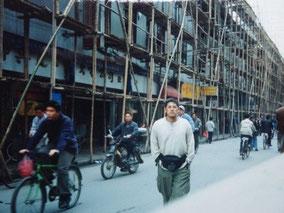【上海】建設現場。10階以上も竹だった