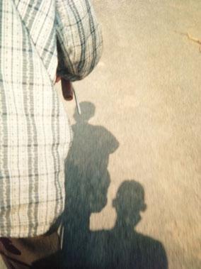 リクシャーのおっさんとオレの影