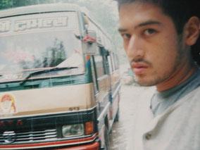 インド国境へ向かう途中 バス この日も雨