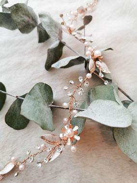 Haarschmuck für die Braut, Haarband in rosé mit Perlen und Strasssteien