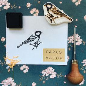 tampon oiseau mésange charbonnière gravé à la main Le Héron Graveur