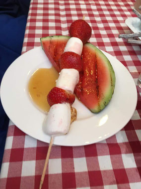 Gegrillte Marshmallow-Erdbeer-Spieße mit Melone