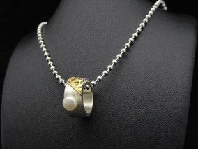 kleiner Ring für die Halskette mit Perle