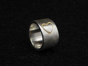 Ring für die Halskette mit 2 Herzmotiven