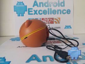 Altavoz KitSound Oso perfil izquierdo con cables USB