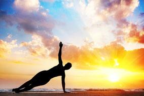 Frauen Yin Yoga am Meer