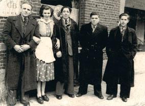 Louis Tessens-een dienster-Gerard Beckers, van Frans van Jan-Fons Beckers, van Jef van Mirke-Jos Schapmans voor een café in Geel 1950