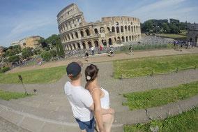 Vor dem Kolosseum in Rom