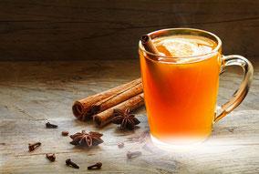 Treml Orangenpunsch mit Zimtstange