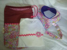 Conjunto hecho a mano para bebé, con body, bandana,chupetero y bolsa.