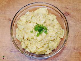 Kartoffelsalat, schwäbisch, mit Brühe, Petersilie