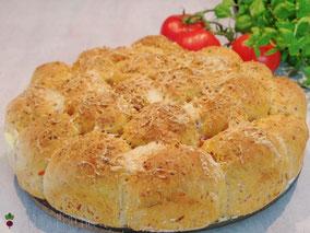 Pizza Monkey Bread mit Salami und Tomate