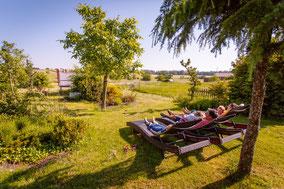 Gästegarten  - Liegestühle - Blick in die Natur