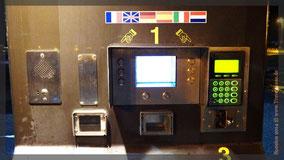 Autokennzeichen eingeben, bei Abfahrt bezahlen. (in deutsch)