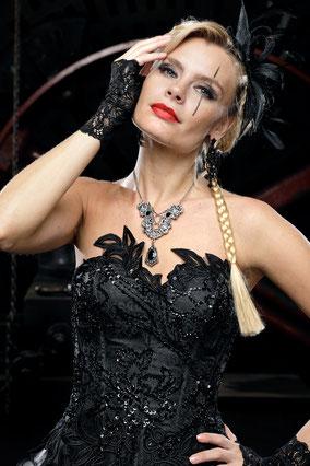 Gothic, Victorianisches Brautkleid, Steampunk Brautkleid, Schwarzes Brautkleid, Gothic Braut, Steampunk Hochzeit, Ausgefallene Brautmode, Farbiges Brautkleid, Luxus Brautmode, Designer Brautmode, Ausgefallene Hochzeitskleider, Extravagante Brautmode, Extr