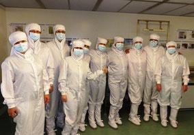bezoek aan de cleanroom van CEA