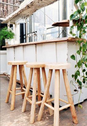 houten krukken en barkrukken