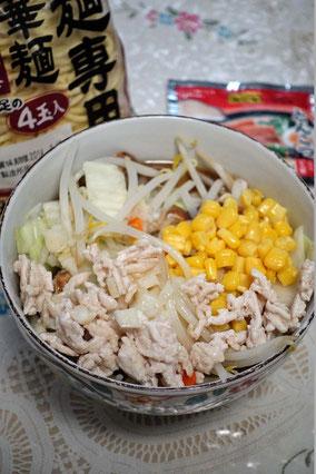 麺が隠れているけど、それほど野菜をてんこ盛りにするのが私流