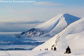 Schneemobil fahren auf Spitzbergen