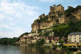 Chateau de BEYNAC - Activités au environs des locations de vacances Les Demeures des châteaux du Périgord Noir