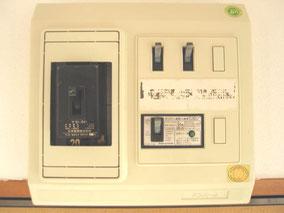 銀杏町『コーポサトウ106号室』の電気ブレーカーです。