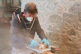 Julian Gross in der Salzstein Werkstatt