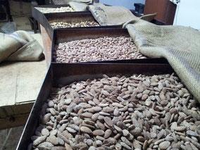 No lo dudéis y pasad a comprar, los que sin duda son los mejores frutos secos, de todo el territorio nacional. Tostados diariamente de forma artesanal.