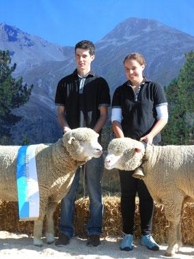 Carlo und Pierina Rizzi mit den Sieger-Tieren im Mutter-Tochter Wettbewerb