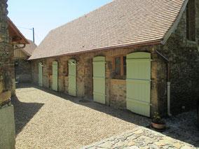 La chambre d'hôtes, le Blanzou, peut accueillir 4 personnes, avec un lit double de 160 et deux lits simples de 90.