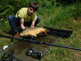 Matthieu, carpe miroir de 4,000 kg prise au détecteur, le 1er juin 2016