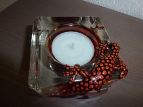 Bild: Gecko auf orangem Teelichtglas