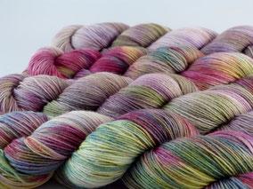 Luxussockenwolle Hightwist als Material für Loop MeRo-Zickezack