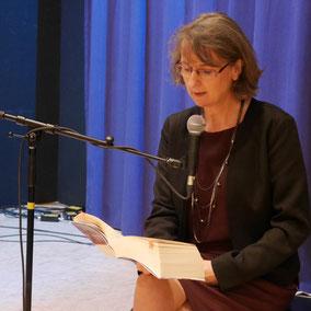 Autorin Aurelia L. Porter auf der Lesebühne