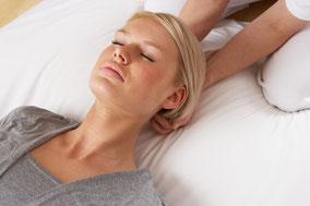 Die Craniosacral Therapie bringt tiefe Entspannung und löst körperliche wie nervöse Beschwerde.