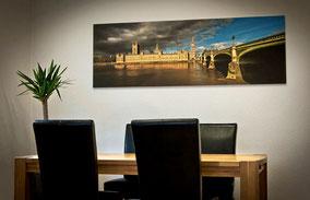 Londonfoto an der Wand eines Wohnraumes