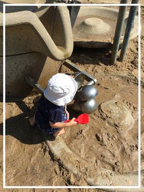 Gute Spielgeräte für Kleinkinder auf dem Wasserspielplatz am Innenhafen Duisburg